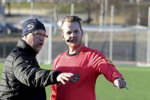 Roger Dannberg och domaren Joakim Nilsson.