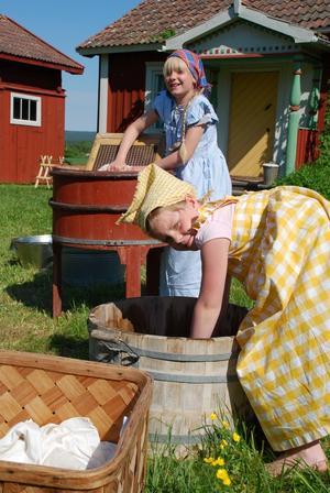 Tvätt. Emma Sundberg Günther och Josefin Pellgaard ansvarade för tvättningen.