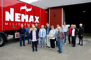 Gäster i verkligheten. Sydnärkes miljönämnd gjorde i måndags ett studiebesök hos Nemax miljöhantering på Skoftesta gård i Lekebergs kommun. Ledamöterna tyckte att företaget verkade välskött.