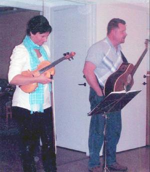 Erika och Jon underhöll med sång och roliga historier.