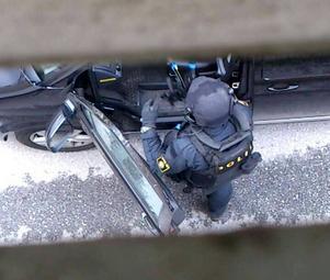 En specialstyrka från polisen är inkopplad i jakten på gärningsmannen. Här en bild tagen på Hällgumsgatan.