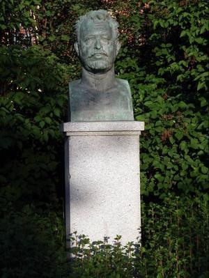 Wilhelm Peterson-Berger bodde under sin ungdom i Umeå. I Döbelns park, som är Umeås äldsta kulturpark/finpark, står en byst över den store tonsättaren.Foto: Seved Johansson
