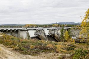 För några år sedan byggdes Långströmmens damm om för att klara högre flöden.