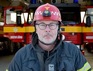 Pär Jones, brandman i Mockfjärd, är orolig för att avtalsbråket kommer att leda till att Gagnefs västra kommundelar förlorar för kårerna och invånarna livsviktig kompetens.