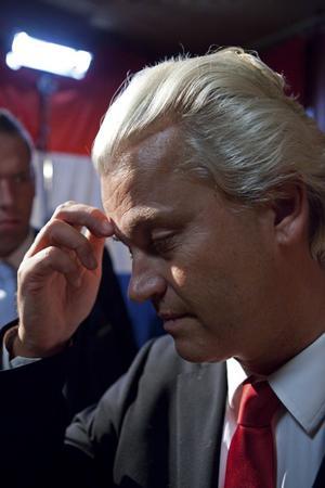 Fiasko. Den nederländska högerpopulisten Geert Wilders satsade på kamp mot EU och euron i stället för fientlighet mot invandare och minoriteter. Det gick illa, hans Frihetsparti förlorade nästan hälten av mandaten i valet.