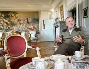 Tom G Ström har en kopia av Makovsky-målningen kvar hemma på Götarsviks säteri. Den riktigt tavlan säljs i dag på auktion och har 6-8 miljoner som utgångspris.