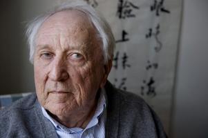 Tomas Tranströmers 80-årsdag närmar sig. Hans förlag ger ut hans samlade dikter i en påkostad utgåva.