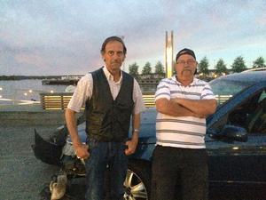 Hans Jansson och Örjan Elofsson satt i bilen när de blev påkörda av en smitare på Hudik Summer Week i Hudiksvall på torsdagskvällen.