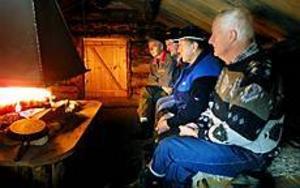 Foto: LEIF JÄDERBERG Ingen älgjakt. Håkan Mellström, Torbjörn Svensson, Ivan Olsson och Fredrik Wiklund, representerar tre av cirka 25 jaktlag som ställt in årets älgjakt.