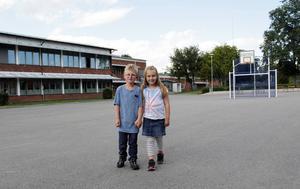 Edwin Eriksson och Nova Karlsson ser fram emot att få börja i skolan, även om det känns lite nervöst.