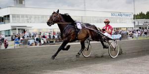 Den norska favoriten Horgen Tore med Jan Roar Mjölneröd i sulkyn vann V65-6, Prinsessan Madeleines Pokal.