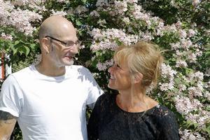 Lotta och Robban Lundbergs paradis ligger i Gryt. I bakgrunden paradisbusken.