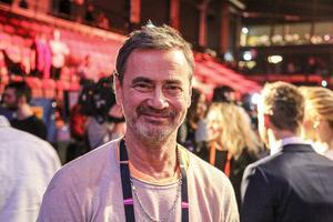 Christer Björkman, exekutiv producent för Melodifestivalen, ville ha med Jon Henrik redan från den stund han slog igenom i Talang.