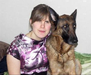 Ida Östlund i Strömsund nekades både utbildning och att handla mat för att hon behövde hjälp av sin trogna ledarhund Lana.