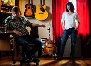 Göran Lindström och Carina Landin är duon Landstrom. Om sig själva säger de sig vara väl förankrade i den jämtländska glesbygden, men med hela världen som inspirationskälla.