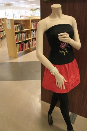 Om kläder på biblioteket.