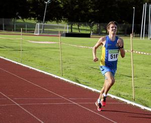 Segrare. Per Arvidsson, IF Start, höll stadigt ledningen in på Transtensvallen och gick i mål på tiden 16.55.