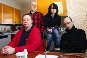 Föllingeborna gjorde en insamling sedan de läst om familjen Davödov  i ÖP.