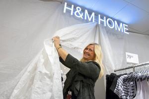 På torsdag får butikschefen Kicki Algotsson öppna den nya butiksdelen i Birsta City.
