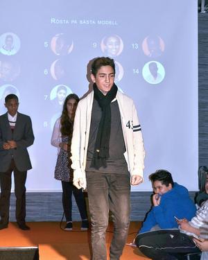 Ali Yousef visar mode.
