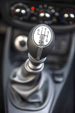 Bildtext 6: Nu finns Dacia Duster med sexväxlad manuell låda, tidigare hade den bara fem växlar.Foto: Anders Wiklund/TT