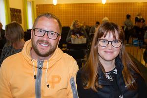 Christer och Nina Tengström var ett par av föräldrarna som kommit för att lyssna på Maria Ahlin. De vill försöka skydda sina två döttrar i en värld som de uppfattar som hård mot barnen.
