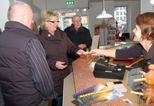 Karin Hellström från näringslivskontoret fick rycka in för att ta emot alla besökare på musset under lördagen.