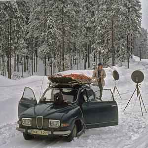 (Foto: Lars Lundin ) Åke Englund från Arbrå har tillbringat många kvällar och nätter ute i markerna för att inventera berguv. Bilden från 1978.