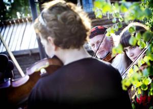 Bild från förra årets invigning av det som var var ett viloår för Musik vid Dellen.