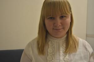 Emma Alamattila, som pluggar till sjuksköterska, ska dela ut julklappar till Sundsvalls tiggare.
