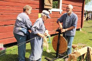 Handslaget, en förenings om ägnar sig åt repslageri, tog sig ändå från Jättendal för att delta efter en inbjudan. – Vi är den enda gruppen i Sverige som håller på med det här, sade Karin Magnusson.