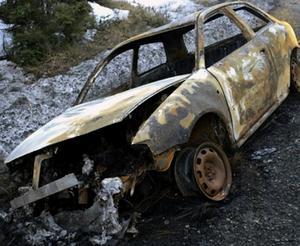 Polisens bild på den utbrunna bil som hittades i Timrå kommun efter kidnappningen i Gävle.