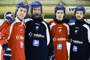 Fyrtal i ess säkrar bakåt – Daniel Jonsson, Jocke Svensk, Daniel Välitalo och Hans Andersson.