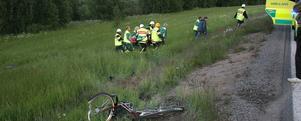 Cyklisten fördes i ambulans till sjukhuset i Hudiksvall den 21 juni och avled några timmar senare.