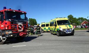 Trafikolycka mellan personbil och motorcykel i centrala Rimbo.