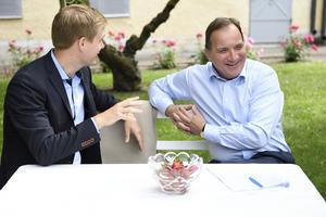Utbildningsminister Gustav Fridolin (MP) och statsminister Stefan Löfven (S) trivs ihop. Blev närheten till makten för attraktiv för att äventyras av MP-politik?