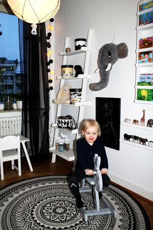 Maximilian i sitt rum.