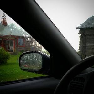 Helena Larsson blev så rädd att hon satte sig i bilen.