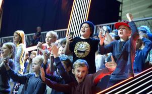 Publiken tog med sig energi in i arenan och många hade sin favoritgladiator.
