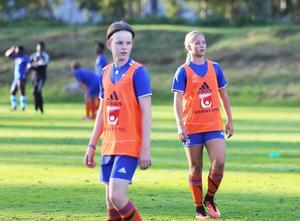 I P13 spelar Amanda Källström brytsäker back, med flicklagen mer som playmaker på mitten.