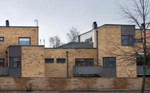 Nej till glas. De aktuella radhusen har ritats av arkitekten Erik Bruhn.