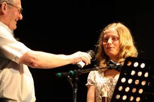 """""""Sometimes when we touch"""" sjöng Hanna Jäderberg från Lilhärdal.Foto: Håkan Degselius"""
