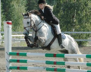 Ljusdals Danielle Björk, här på Attyrory Mr Silvermint, tog en tredjeplats med sin B-ponny, Korreborgs Nikoline.
