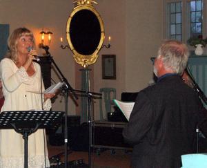 Karin Wallin hyllade sin make med en sång.
