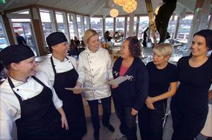 Kvinnorna som ska jobba på Restaurang Bangården. Från vänster; Camilla Eriksson-Westelius, Birgitta Carlsson, platschef Linda Nilsson, Linda Fransson, Katarina Engman och Marie Källström.