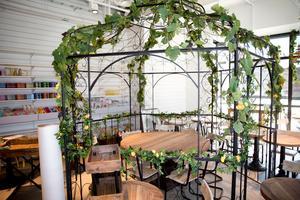 På Igors övervåning, där Rob's Café tidigare låg, finns nu en juicebar och cafédel.
