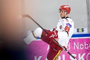 Patrik Karlkvist spelade fram till 2–1-målet och gjorde själv 3–1 när Modo slog IK Oskarshamn på bortaplan på lördagskvällen.