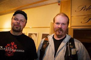 Hans Eriksson och Magnus Olofsson gillade att Bluesfestivalen nu höll till enbart på Folkets Hus.– Det är helt klart bättre med ett ställe. Nu slipper man missa en massa som man vill se, sa de.