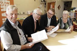 Olle Persson (KD) Jan-Eric Berger (C), Viktor Wärnick (M) och Ingrid Backelin (FP) har presenterat Alliansens för slag till ny skolorganisation.