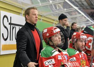 Patric Wener hoppas kunna använda sig av Emil Djuse i mötet mot Asplöven. Måndagens match kan också bli den sista i MIK-tröjan för Modolånet Dmytro Timashov (galler).